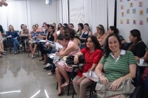 Metade da turma: éramos 60 mulheres ansiosas por informações, a grande maioria mãe d eprimeira viagem, que nem eu!