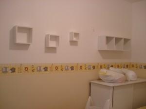 Agora as paredes estão ganhando prateleiras e nichos...