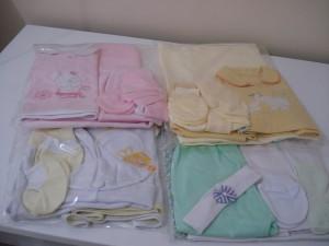 Kits completos de roupinhas e fraldas para facilitar na hora de entregar para as enfermeiras...