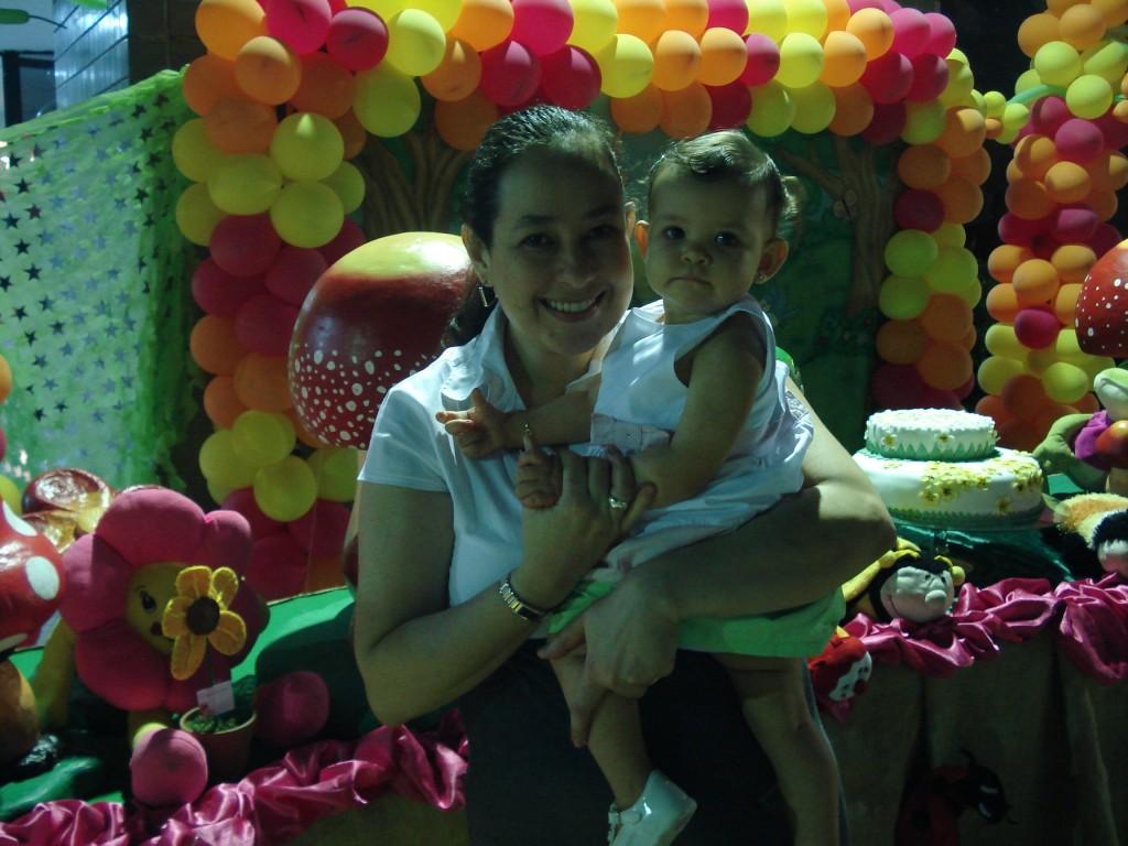 Nós duas no aniversário da Yasmin... Mamãe ama, ama, ama!