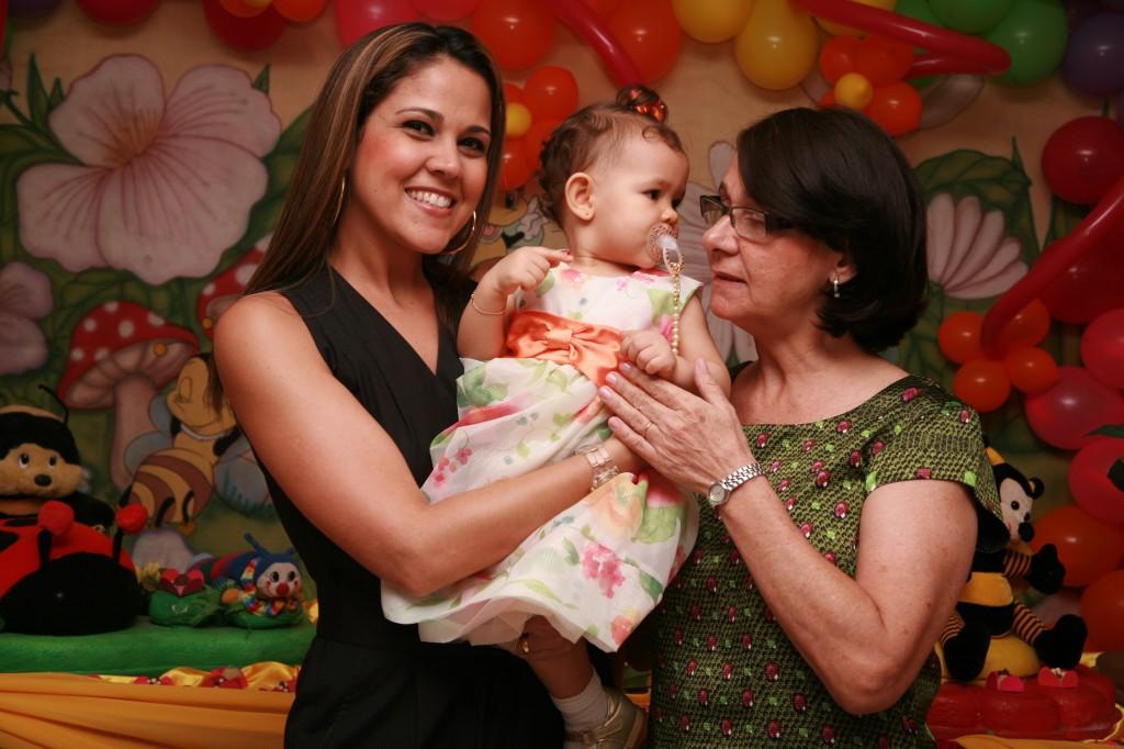 Com tia Aline e vovó Ivanete